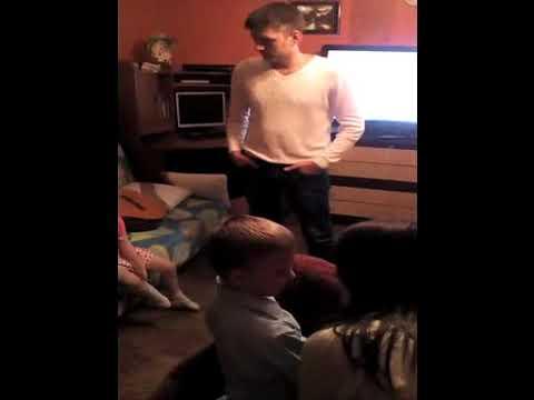 Даня на днюхе танцует с мишкой 2