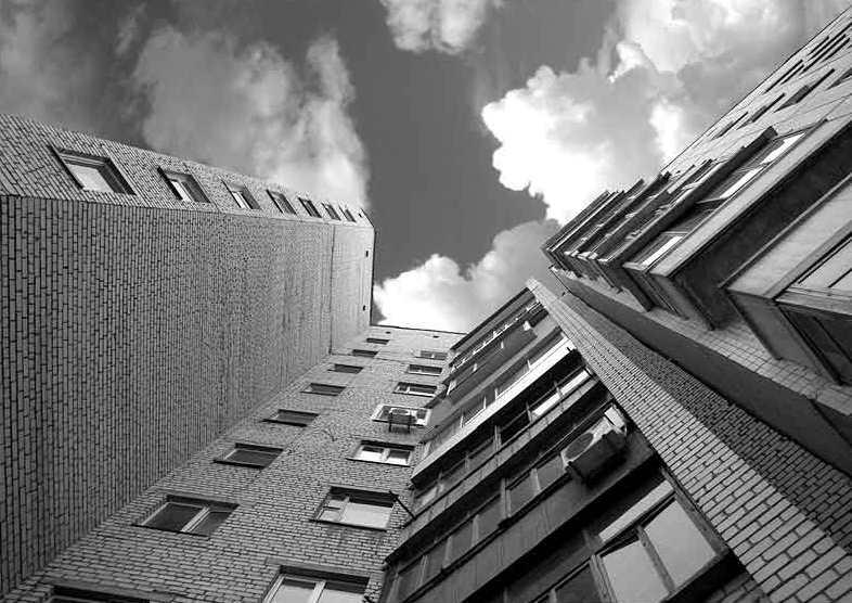 В городе Таганроге со второй попытки разбилась 14-летняя девушка, выпрыгнув с балкона 8-го этажа