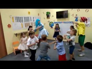 веселые танцы с Буратино и Мальвиной на выпускном в Крошках-Ладошках