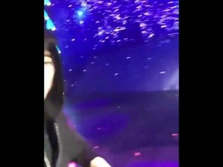 Чанель снял видео на телефон фанатки