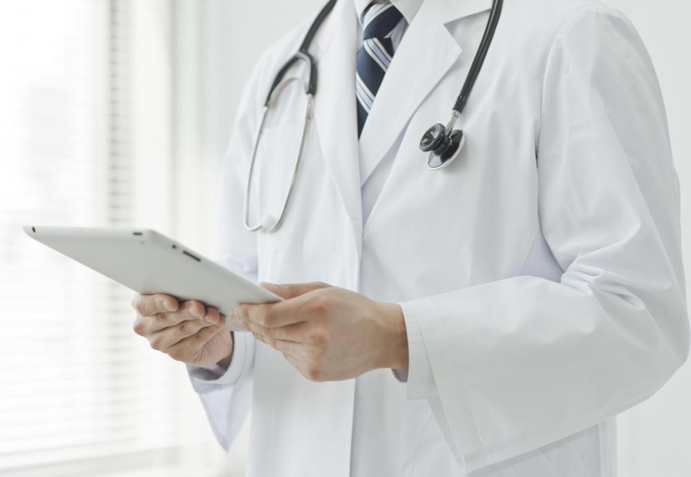 Онколог специализируется на лечении рака.