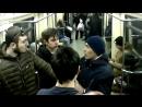Дерзкие грабители на глазах у пассажиров метро выставили из вагона свою жертву