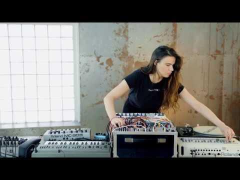 ONYVAA | MODULAR TECHNO LIVE JAM 008 | TR - 909 | EURORACK | MC - 303 | VINYL | Paris