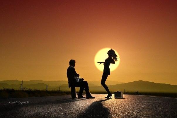 Если бы люди, общаясь, развивали в себе стремление понять, а не способность судить, они бы чаще танцевали на улицах и реже разводились в судах.  Марк Гангор