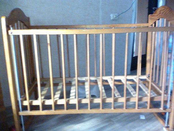 Выложите пожалуйста)))) кроватка детская,отдам за 2 киндера. Срочно. З