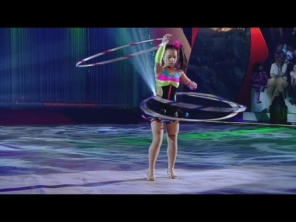 Circus Elephants The gymnast with hoops   Цирк Слоны Гимнастка с обручами
