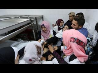 Cortège des funérailles de la martyre Razan Ashraf Najjar, ambulancière de 21 ans assassinée hier par un sniper juif sioniste à