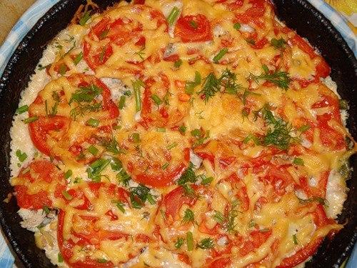 Картофельная запеканка с фаршем грибами и помидорами