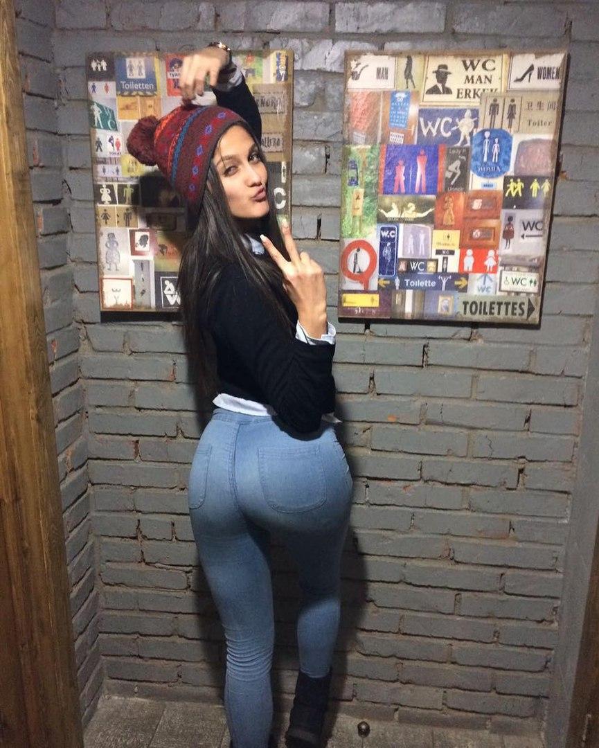 Sarah twain masturbates and fucks dildos
