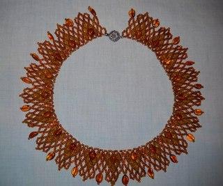 схемы плетения колье из бисера.