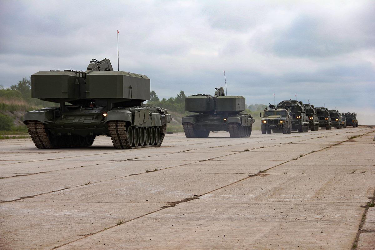 الدفاع الروسية تنشر صورا للعرض العسكري التجريبي الخاص باحتفالات عيد النصر 1QNQcnOYxcE