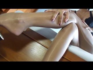 Asians Shiny Pantyhose Layering HD