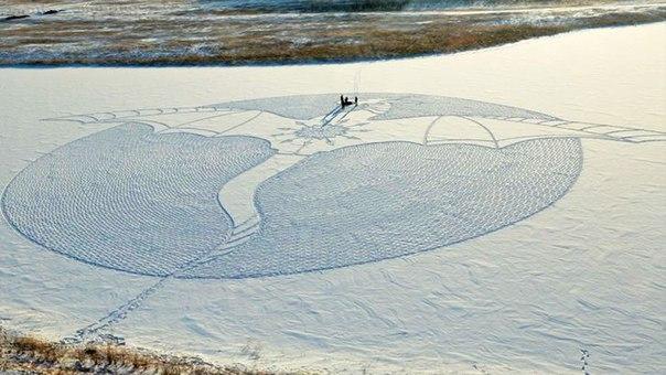 Этот художник целыми днями топчет Сибирь