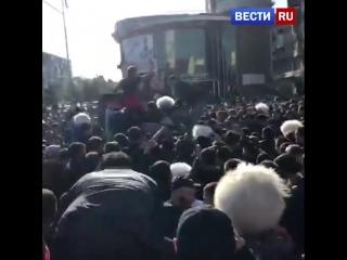 Гуляния в Махачкале по случаю победы Хабиба Нурмагомедова сняли на видео.