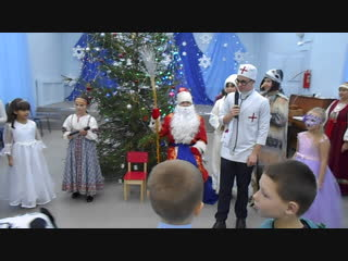 Загадки от Айболита и Бабы Яги на детском новогоднем спектакле