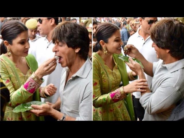 Shah Rukh Khan relishes 'Banarasi Magahi paan' with Anushka Sharma, Imtiaz Ali