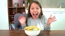 Мама РАЗЫГРАЛА Вику Сюрприз в Макаронах Yeti In My Spaghetti Вики Шоу