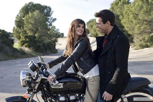 Уго везет Дженевру кататься на мотоцикле
