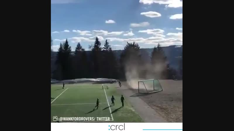 🌪️🚨⚠️ Can you catch the goalpost (🎥 via @WankfordRovers)