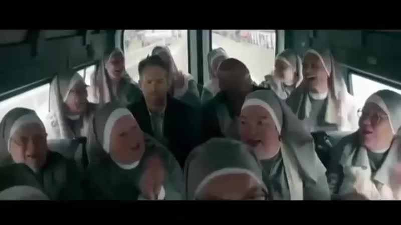 В автобусе с монашками, телохранитель киллера