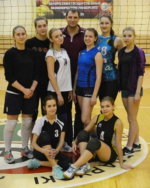 Женская команда по волейболу ФМк
