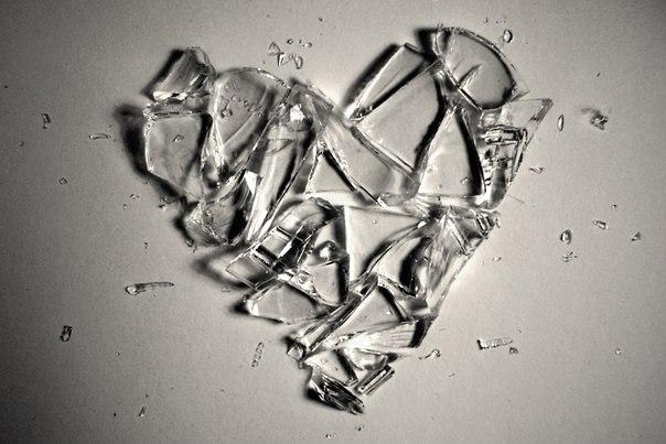 рисунок человек с разбитым сердцем