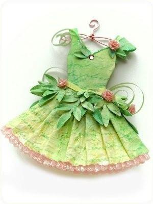 Миниатюрные бумажные платья (9 фото)