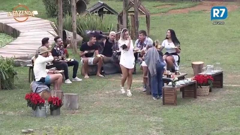 Peões se divertem e cantam com João Neto e Frederico
