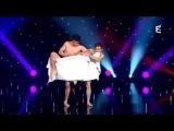 голые парни танцуют в полотенцах)