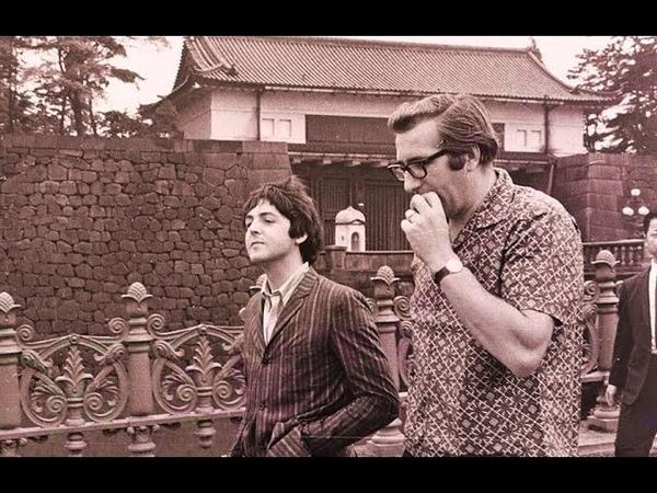 ♫ Paul McCartney and Mal Evans photos in Tokyo 1966