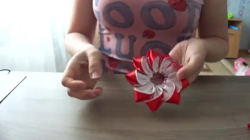 Канзаши Заколка Красный цветок с бутонами Kanzashi Barrette Red flower bud