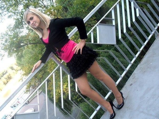Фото красивых девушек в мини юбках / № 108