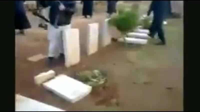 Muslims smash Christian graves
