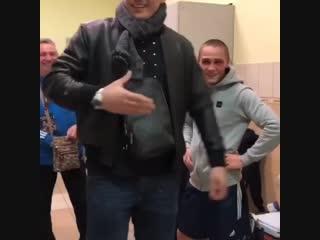 Абсолютный чемпион мира Александр Усик поддержал молодого боксера из Донецкой области Ростислава Белостоского, который проиграл