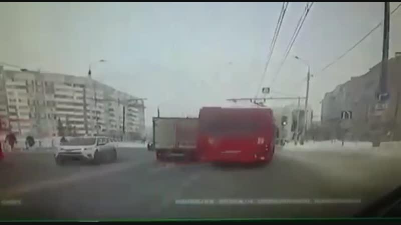 Автобус против троллейбуса