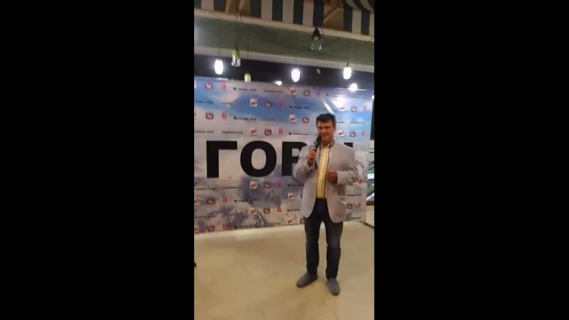Почётный консул Непала Александр Терентьев и мастер спорта по альпинизму Алексей Шустров на премьере фильма