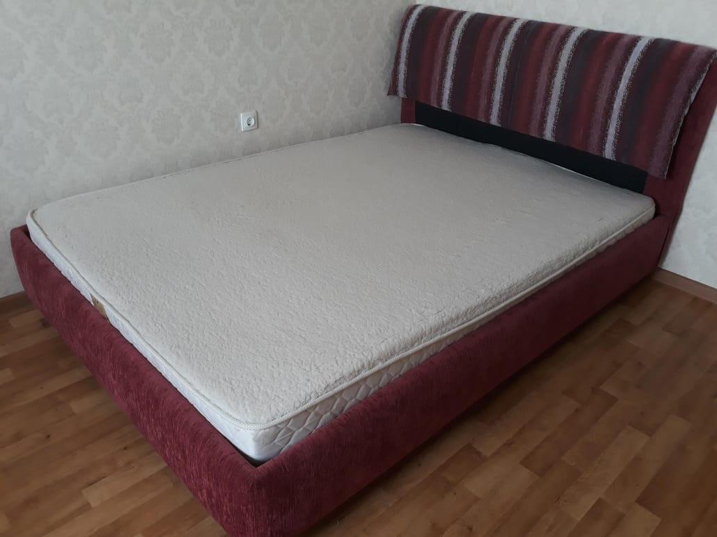 Продается двуспальная кровать б/у в отличном состоянии.