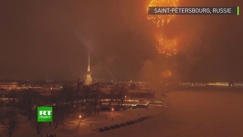 Fin du siège de Leningrad feu d'artifice époustouflant lors des commémorations à Saint Pétersbourg