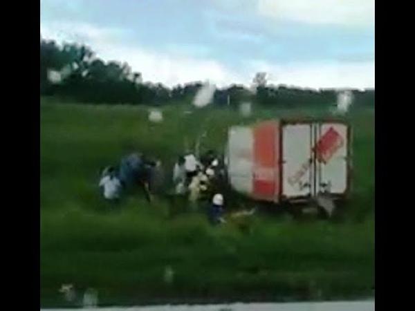 На трассе Уфа-Стерлитамак грузовик съехал в кювет