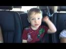 Двухлетний мальчик поёт трус не играет в хоккей