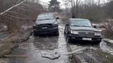 Жестокий ПЕРВЫЙ ТЕСТ в ЛЕДЯНОМ БОЛОТЕ Toyota Land Cruiser 100 и Dodge RAM 1500