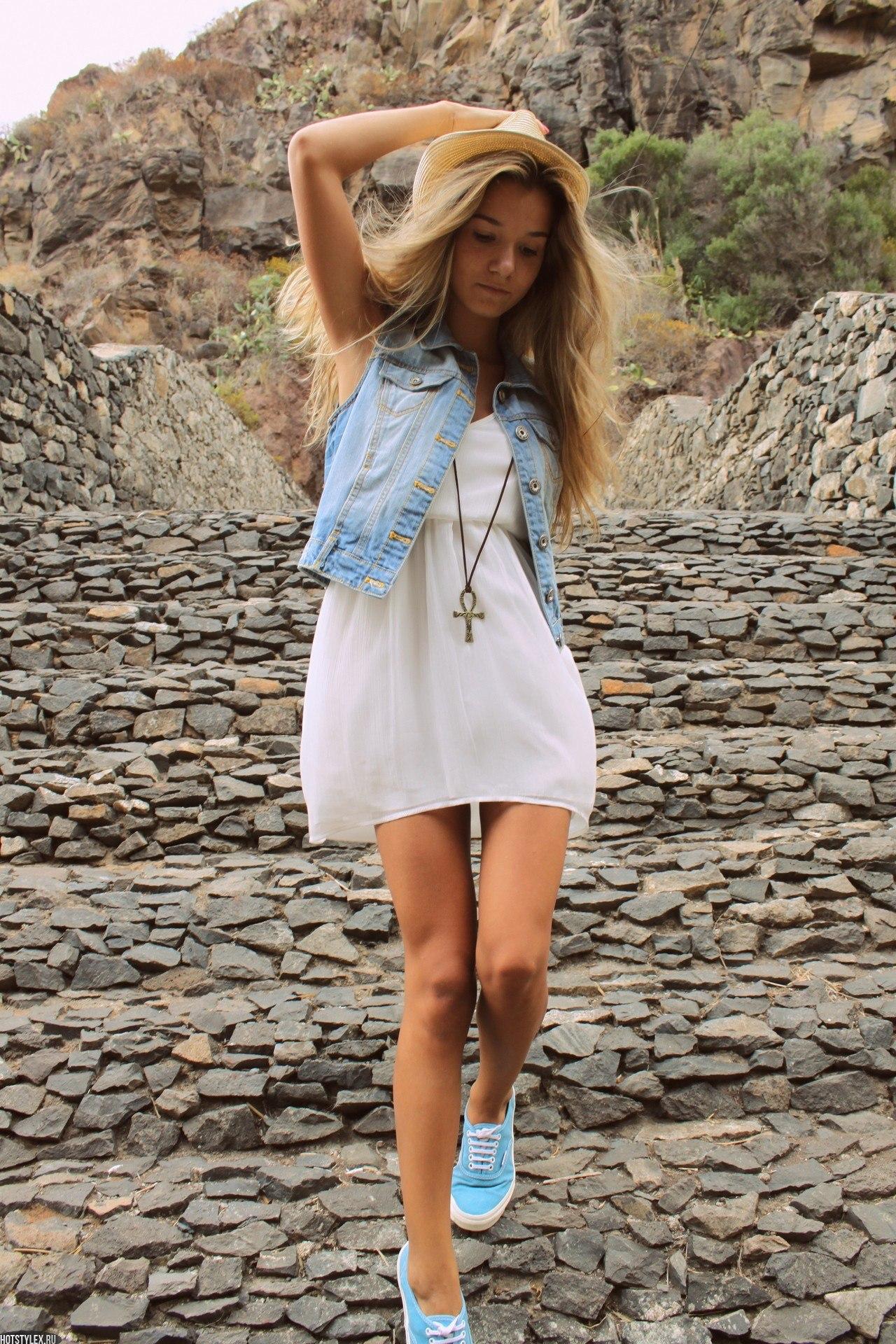 Фото девушек в джинсах и шляпе 22 фотография