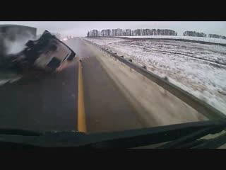 Момент столкновения трех грузовиков на трассе под Тулой попал на видео