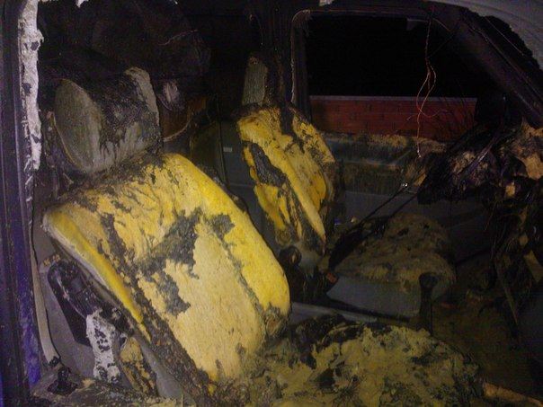 В Новой Водолаге сожгли микроавтобус «Фольскваген