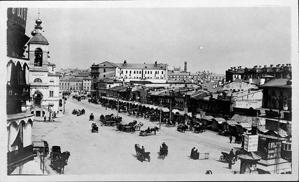 Москва 1909 года в фотографиях Почему именно 1909 год В этом году американский жокей Мюррей приехал в Москву на скачки. Он сделал около 400 фотографий города, был арестован полицией за