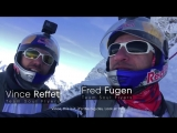 Два французских экстремала спрыгнули с горы в Альпах в вингсьютах, а затем влетели в самолёт на ходу