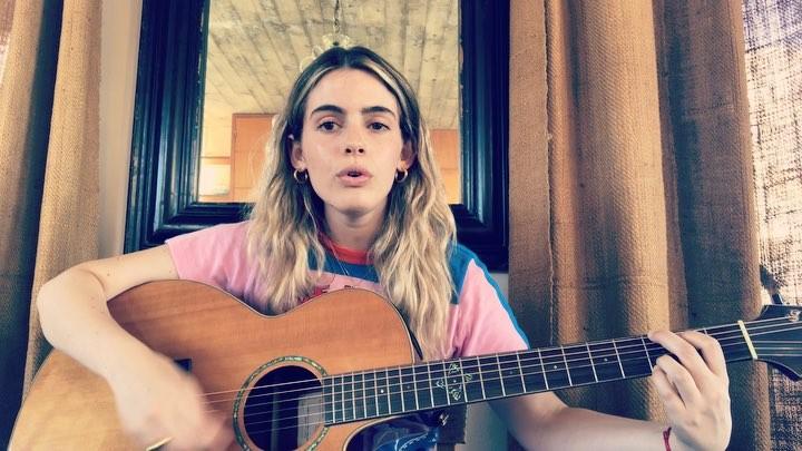 """Chiara Parravicini on Instagram: """"🌿 Had this song in my head all day, enjoy! Tuve esta canción en mi cabeza todo el día, disfruten!. 🌿 """"Old Man"""" - ..."""