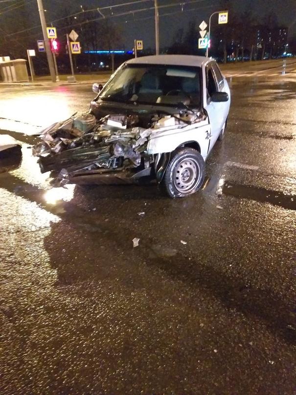 23 февраля в 00:28 произошло дтп на перекрёстке проспекта Ветеранов и улицы Добр...