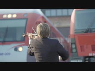 Litewskie lokomotywy wykonuja polski hymn