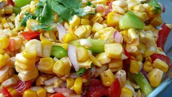 салат с кукурузой на гриле нам понадобится:- 6 кочанов свежевыбранных кукуруза- 1 зеленый перец, нарезанный кубиками- 2 помидора, нарезанного кубиками- 1 / 4 стакана нарезанного кубиками